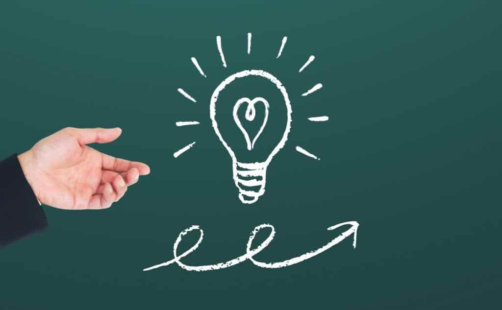 営業の経験はブログ記事の貴重な情報